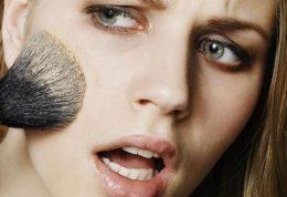 اشتباهاتی در استفاده از لوازم آرایشی که پیرترمان می کند
