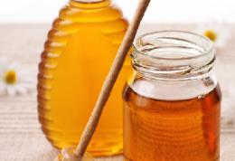 ۳ دلیل عمده مصرف عسل در خانم ها
