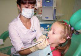 آنچه والدین باید قبل از مراجعه کودکشان به دندانپزشکی بدانند