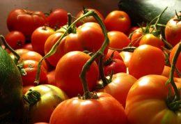 12 روشی که نشان میدهد چگونه از گوجه فرنگی برای زیبایی استفاده کنیم