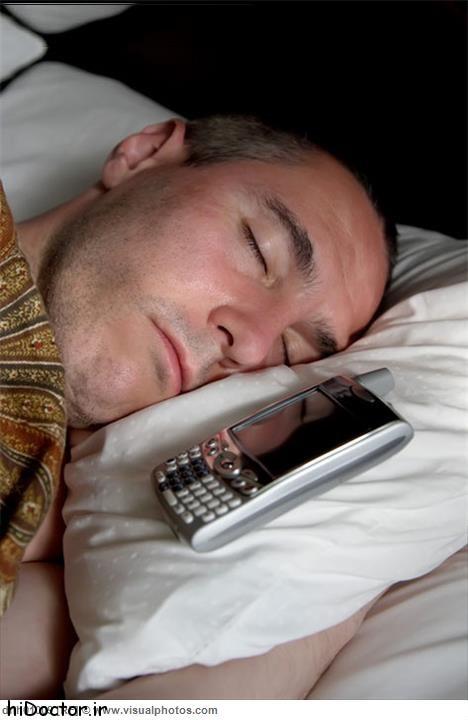 چرا بیدار شدن با زنگ موبایل زیان آور است؟