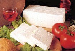 برای تامین انرژی کودک به او پنیر بدهید