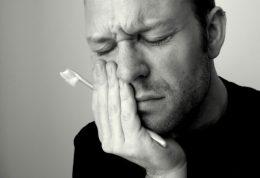 چه سردردهایی از دندان درد نشات می گیرند و بالعکس