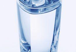 نوشیدن 8 لیوان آب برای چه کسانی مجاز نیست