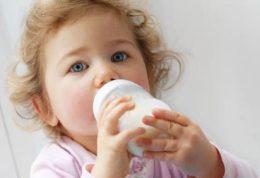 کودک به این دلایل به شیر مادر نیاز دارد