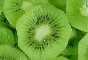 میوه هایی که از ورود ویروس به بدنتان جلوگیری می کنند