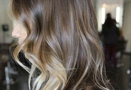 برای ایجاد هماهنگی بین رنگ مو و آرایش این نکات را بدانید
