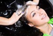 بعد از استخر چگونه به شیوه صحیح موهای خود را بشوئیم