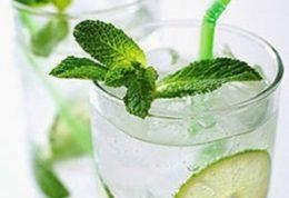 سالم و گواراترین نوشیدنی های طبیعی برای شکمی صاف