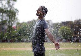 نکاتی برای مراقبت از پوست در آب و هوای موسمی