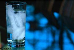 نوشیدن آب یخ هنگام افطار خطرناک است