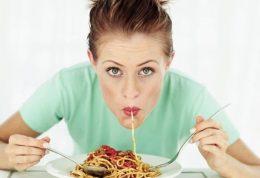ماکارونی نخورید تا دچار نفخ شکم نشوید