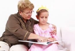 با کودکی که مدام حرفتان را قطع می کند چه کنید