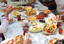چه خوردنیهایی مناسب سحری و چه خوردنیهایی مناسب افطار است