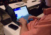 ایجاد ناباروری با حمل لپ تاپ روی زانو و رژلب