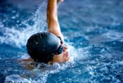 با  8 حرکت ورزشی در آب به تناسب اندام برسید