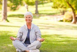 بیخوابی زنان یائسه با یوگا قابل درمان است