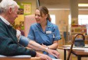 پرستار چگونه از بیمار پارکینسونی مراقبت میکند؟