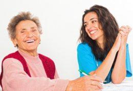 چطور به اشخاص مسن خانواده در زمان های سخت  کمک کنیم