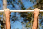 برای عضلات پشت آرنولد از چه شیوه ای استفاده می کرد؟