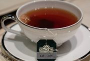 با نوشیدن چای از استخوان هایتان محافظت کنید