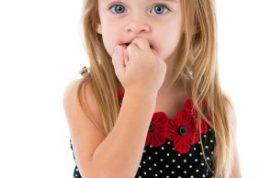 روانشناسی علاقه بچه به ناخن خوردن