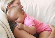 حالت خواب برای  نوزاد روی مبل خطرناک است