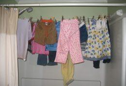هرگز اینگونه لباس هایتان را خشک نکنید