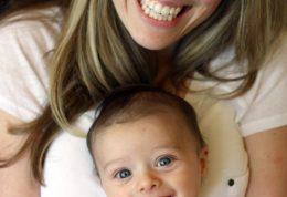 بالا رفتن هوش نوزاد با دیدن صورت های خندان!