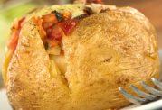 سیب زمینی شکم پر با کلم بروکلی و فلفل قرمز
