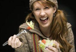 هنگام غذا خوردن بخندید!