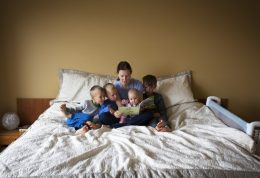 مضرات تخت خواب والدین برای کودک