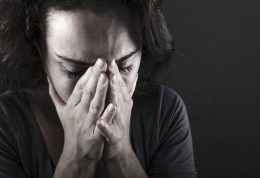 در بیماری اسکیزوفرنیا نقش پرستار در قبال هذیان آنها چیست؟