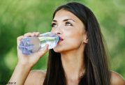 با این ترفندها بیشتر آب وارد بدنتان کنید
