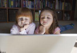 برخورد کودک با محیط مجازی و مراقبت های لازم آن