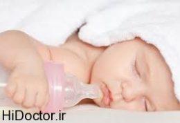 مشاهده تغییر رنگ ادرار نوزاد