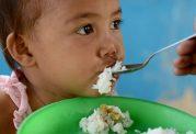 خوراکی دادن به اطفال در این ایام
