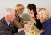 گفتن مسائل خصوصی برای دیگران