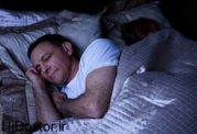 خوابیدن در اتاق بدون نور
