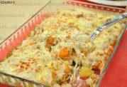 خوراک مرغ و سبزیجات با سس بشامل