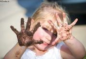 هشدار برای علاقه به خاک در سنین پایین