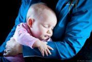 آغوش مادر مانع از ایجاد اضطراب فرزند در آینده