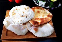 شیوه درست کردن نان پیتای خانه پز