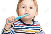 ترغیب مسواک کردن دندان از سنین کودکی