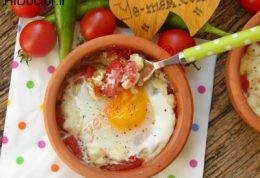 تخم مرغ و گوجه فرنگی داخل فر