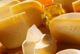 شایعات رایج درباره خوردن پنیر