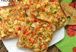 برشهایی از نان و پنیر برای صبحانه