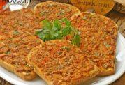 نان بریده با رویه گوشت در فر