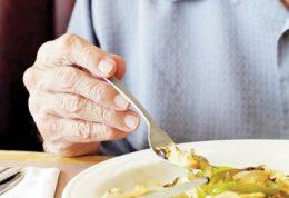 پیشگیری از چاق شدن افراد سالمند با این برنامه غذایی