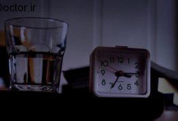 لیوان آب دراتاق خواب